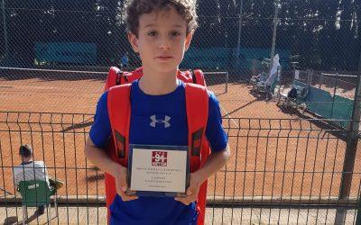 Pere Andreu Martínez Ferrer, guanyador de la categoría aleví masculí de tennis al VIII torneig Sport Inca. Enhorabona campió!