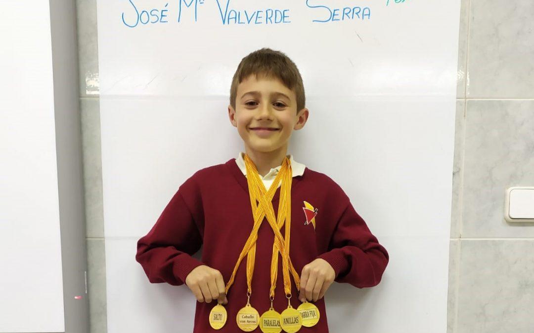 Dissabte 8 de febrer es nostre estimat medallista, José Mª Valverde Serra de 3r de primària, va ser medallista de nou. Aquesta vegada va guanyar 5 medalles d'or en les següents categories: salto, paralelas, anillas, barra fija y caballo con arcos. Enhorabona Crack!