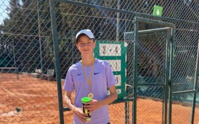 Gaspar Company de 3r ESO B ha guanyat el torneig de tennis Monty Tour Sportinca. Enhorabona campió!!