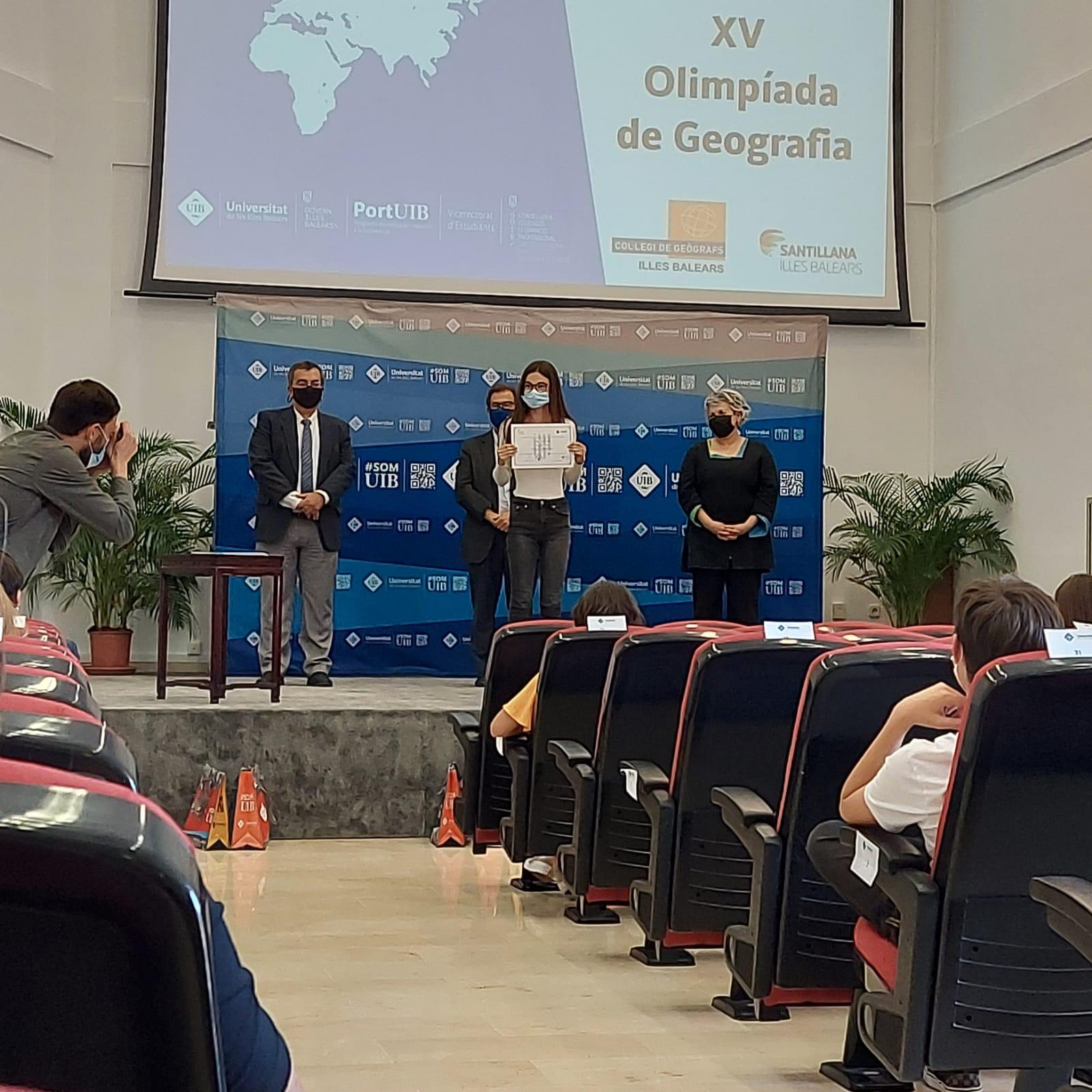 Ariadna Pinell, guanyadora del segon premi de l'Olimpíada de Geografia de les Illes Balears. Enhorabona!!