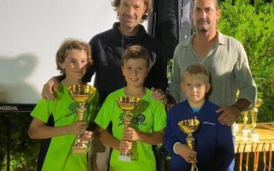 Samuel Company, finalista de tenis en su categoría, en el I memorial de Lucas Morano, junto al tenista Carlos Moyà y Jordi Morano. Enhorabuena Samuel!!